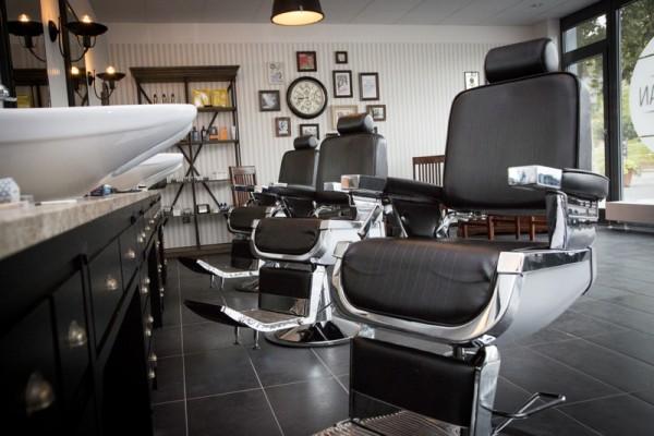 snip a man bei friseur. Black Bedroom Furniture Sets. Home Design Ideas