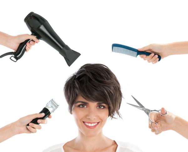 Friseurin mit Schere Fön und Kamm