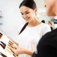 Friseurin im Kundengespräch