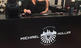 Michael Müller Friseure Frankfurt - Friseurinnen an der Rezeption